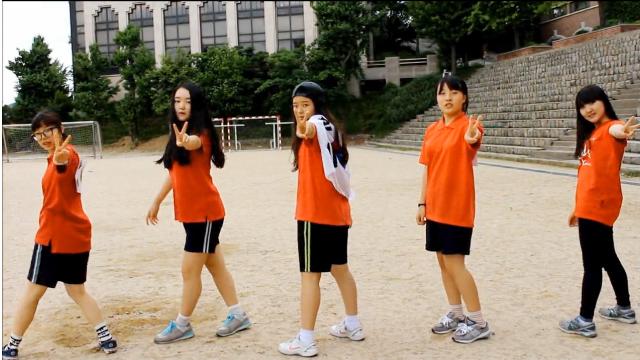 여고생들의 발랄한<br/> 승리 기원 응원 영상