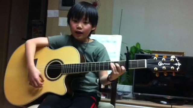 귀여운 초등학생의 <br/> 절절한 기타 연주