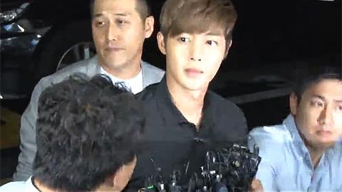 폭행혐의 김현중, 경찰서 출두