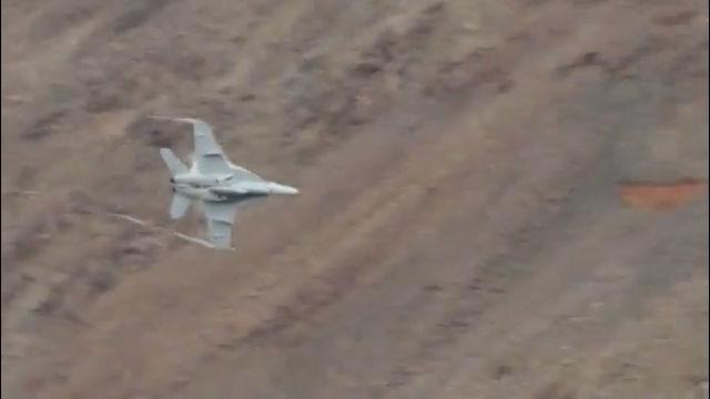 F18 제트기를 눈앞에서 보면