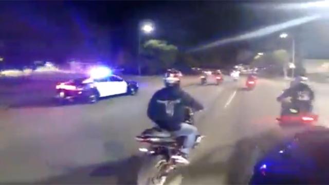 폭주족 앞에선 경찰도 속수무책