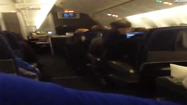 난기류를 만난 비행기의 흔들림
