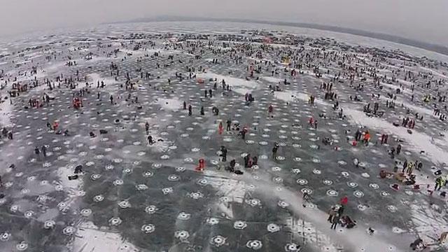 엄청난 스케일  얼음 구멍 3만 개