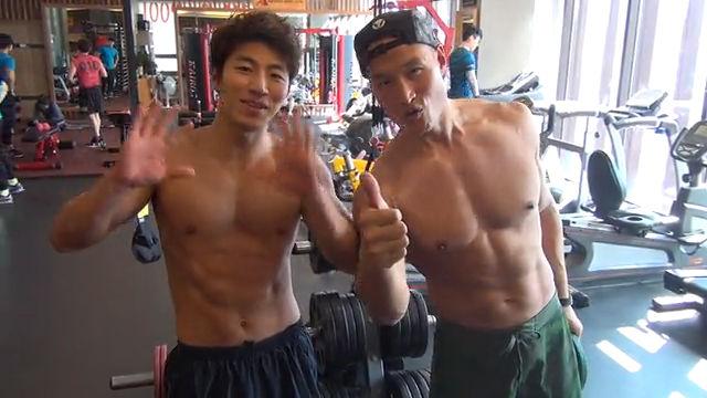 27살 vs 45살의 근육 몸매 비교