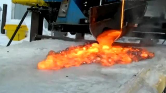 얼음 위에 끓는 용암 부었더니