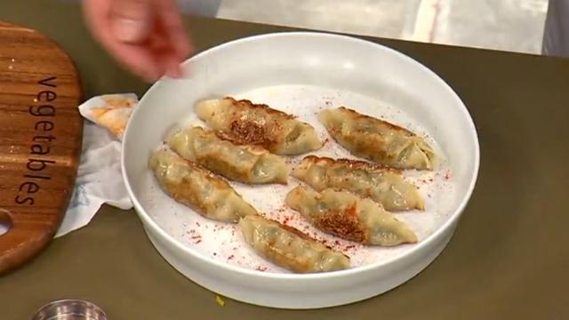 군만두를 더욱 맛있게 먹는 팁!