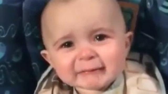 마음 찡하게 하는 아기의 눈물