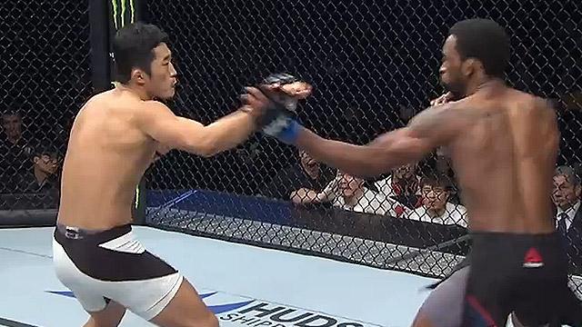 김동현 1라운드 TKO로 이긴 장면