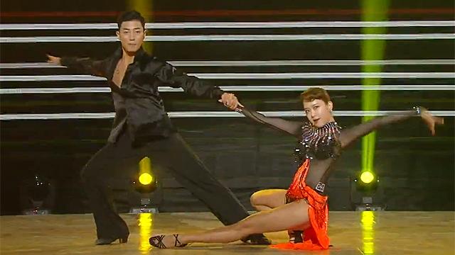 시선 사로잡은 매혹적인 댄스