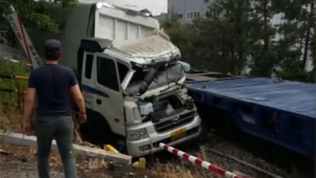 열차와 화물차 '쾅' 아찔한 충돌