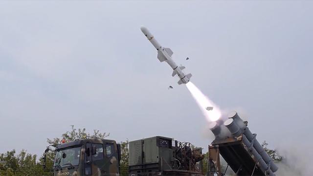 엄청난 크기의 유도탄 발사 훈련