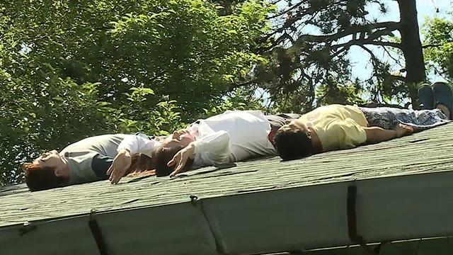 화제의 김반장 집 지붕 가봤더니