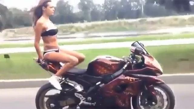 보는 것도 아찔한 오토바이 스킬