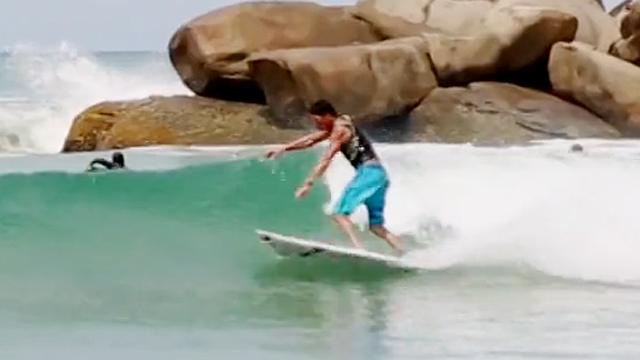 화려한 서핑 실력에 감탄이 절로