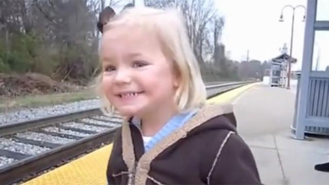 태어나서 기차를 처음 봤습니다
