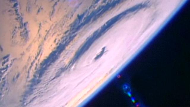 우주에서 본 허리케인의 모습