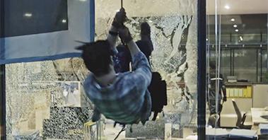 빌딩 액션! 건물 유리창 박살내는 지창욱의 발차기! [THE K2(더 케이투)] 1회 20160923