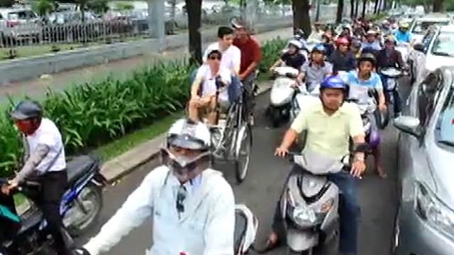 베트남에서 찻길 건너는 방법