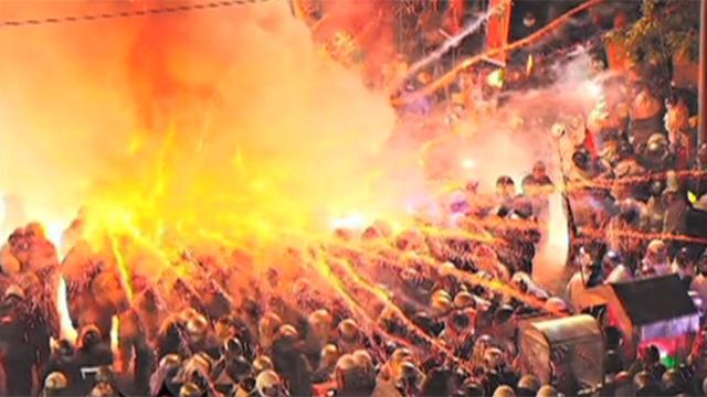 전쟁 방불케하는 대만 축제 현장