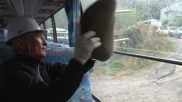 비상시에 버스 탈출하는 방법